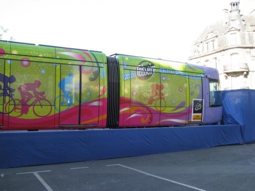 reims le tram attend le tour refletsactuels. Black Bedroom Furniture Sets. Home Design Ideas