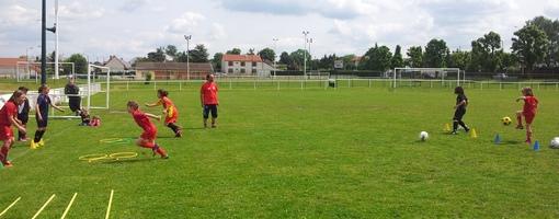 Les filles du  club Sainte-Anne de Reims à l'entraînement sur les terrains de Cormontreuil